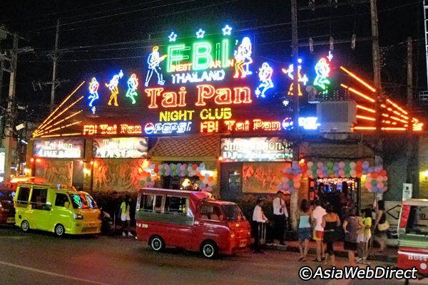 プーケットに昔からある老舗クラブ。バングラの入り口付近にあるので行きやすいです。現地の人も楽しそうに踊っています。
