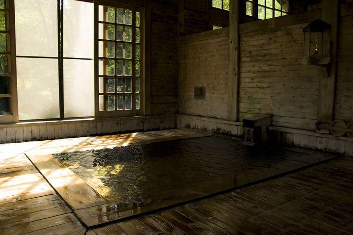 非日常な空間で癒されたい!電気のない「ランプの宿」が美しすぎる