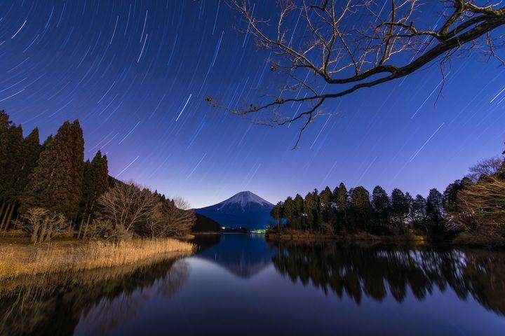 """星を浴びたことありますか?""""満天の星空""""が美しすぎる日本の湖7選"""