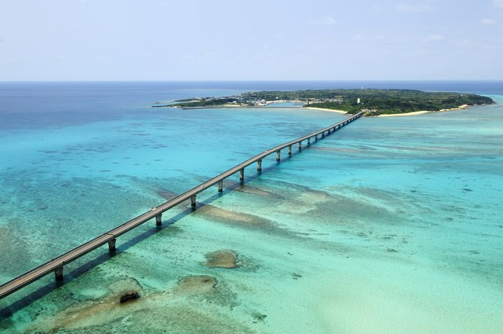 透き通る海とまっすぐ伸びる橋の景色!宮古島周辺で見たい「絶景橋」まとめ