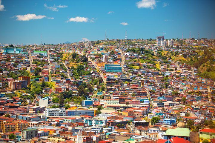 落書きだらけの世界遺産!チリ「バルパライソ」の街並みがカラフルで可愛い