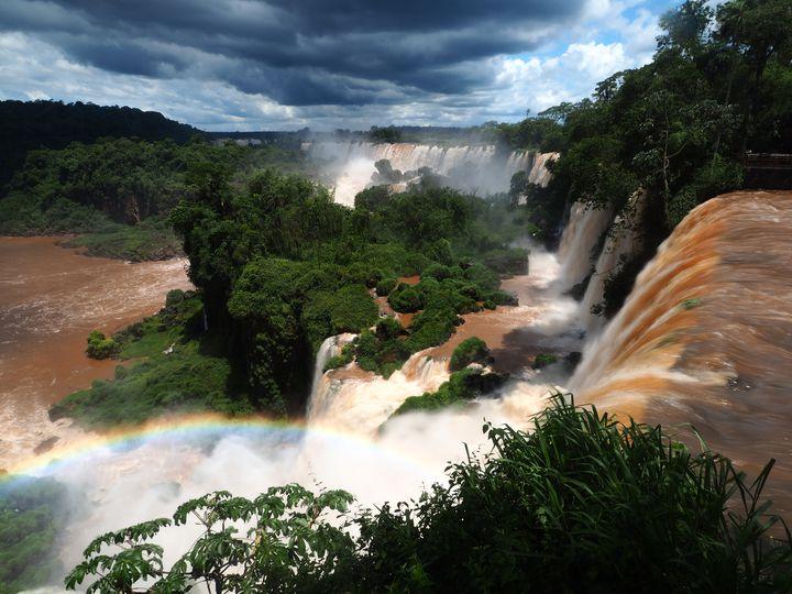 世界最大の滝。ブラジルの「イグアスの滝」の絶景を見たい!