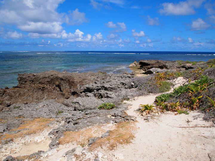 カベール岬は沖縄の国造りの神、アマミキヨが降り立ったとされる神聖な岬。