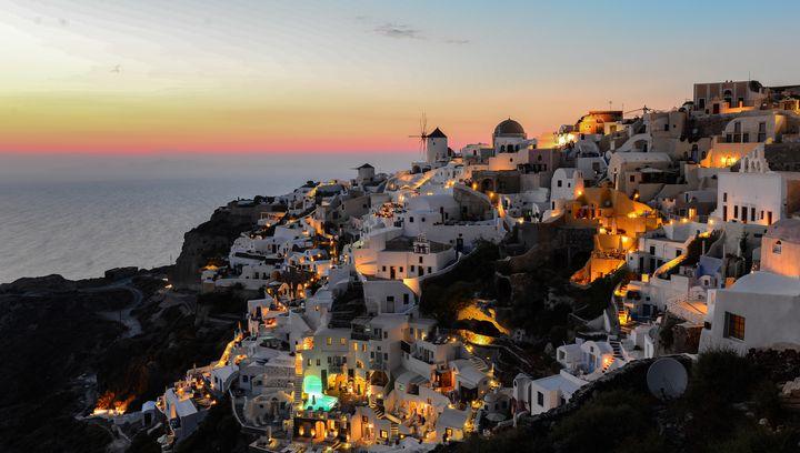 ギリシャ屈指の絶景!ピンクに染まる砂浜が美しい「エラフォニシビーチ」とは