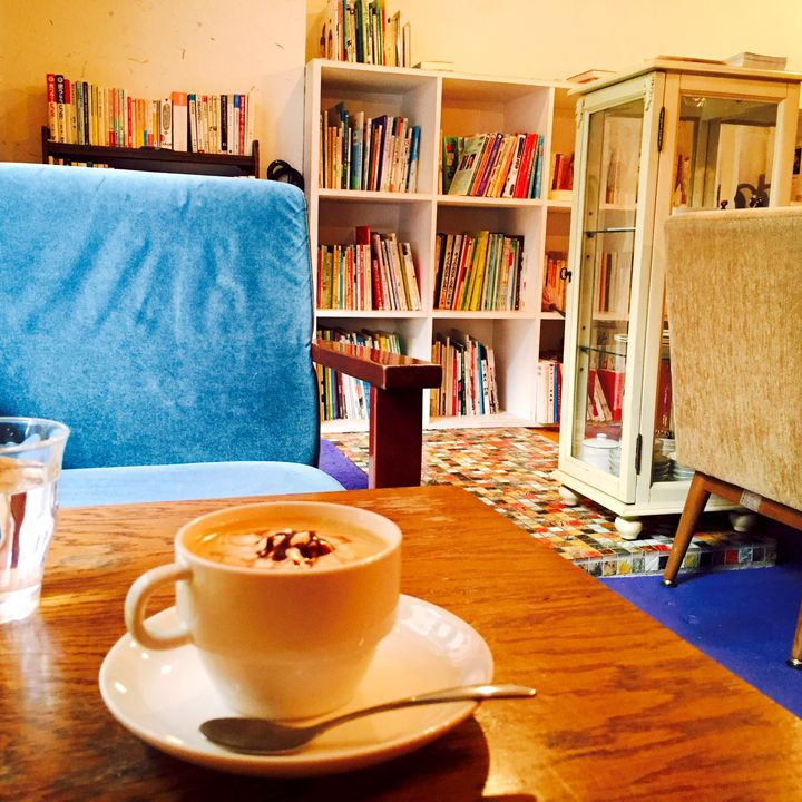 カフェ×読書でまったり気分。都内おすすめ駅近ブックカフェ7選