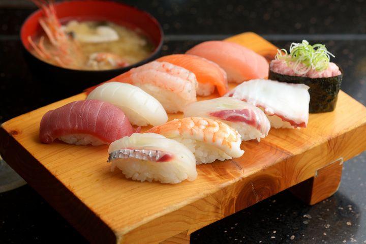【終了】伝説の海鮮食べ放題!「990円食べ放題どんぶり」が横浜と大宮で限定復活中