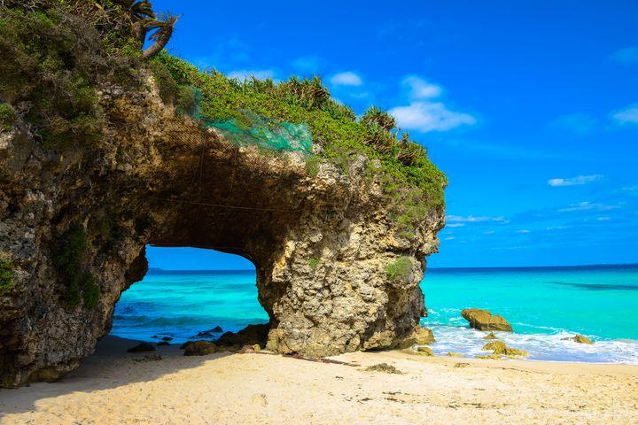 インスタジェニックな絶景!宮古島の「砂山ビーチ」は沖縄一美しい海だった