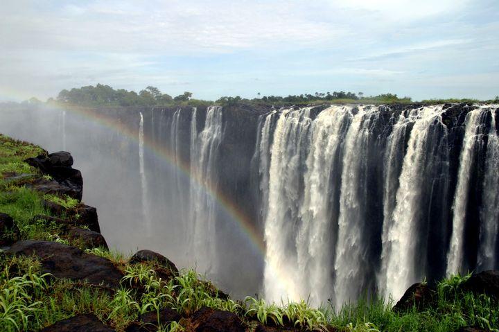 ずぶ濡れ覚悟の大迫力!ザンビア・ジンバブエの絶景「ビクトリアの滝」とは