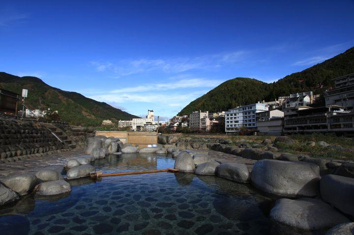 一生に一度は入ってみたい!この夏行くべき日本全国の『絶景温泉』10選