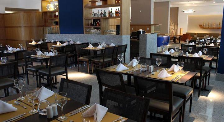 4つ星ホテルのノビレ ビーチ クラス エグゼクティブに併設されたレストラン