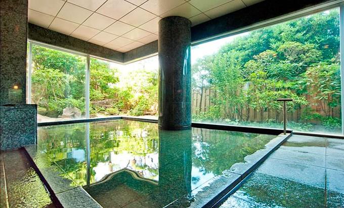こんなに綺麗な旅館見たことある?熱海の「海峯楼」は日本一美しいガラスのお城