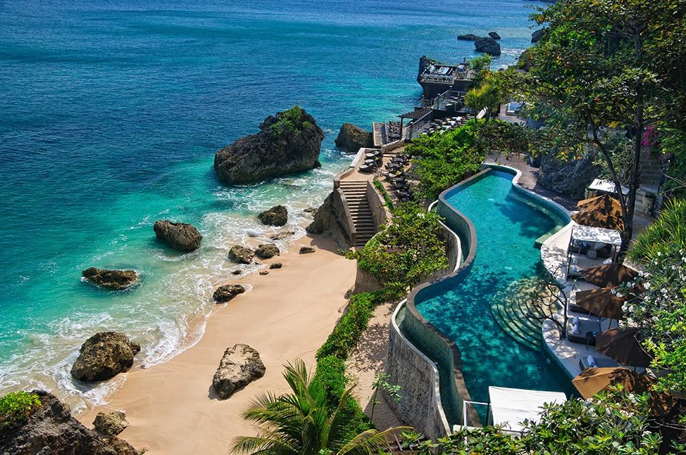 遠くにバリ島とジャワ島の山々を臨む絶景ポイント