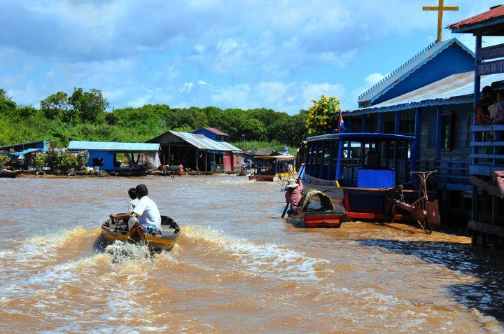 ウユニのような美しさ!東南アジア最大の湖であるカンボジアの「トンレサップ湖」とは
