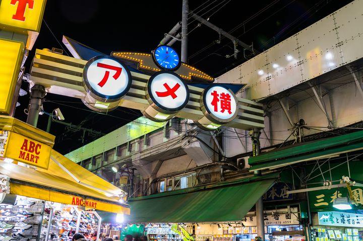アメ横の活気がすごい!上野、アメ横の絶対外さない食べ歩きグルメ8選