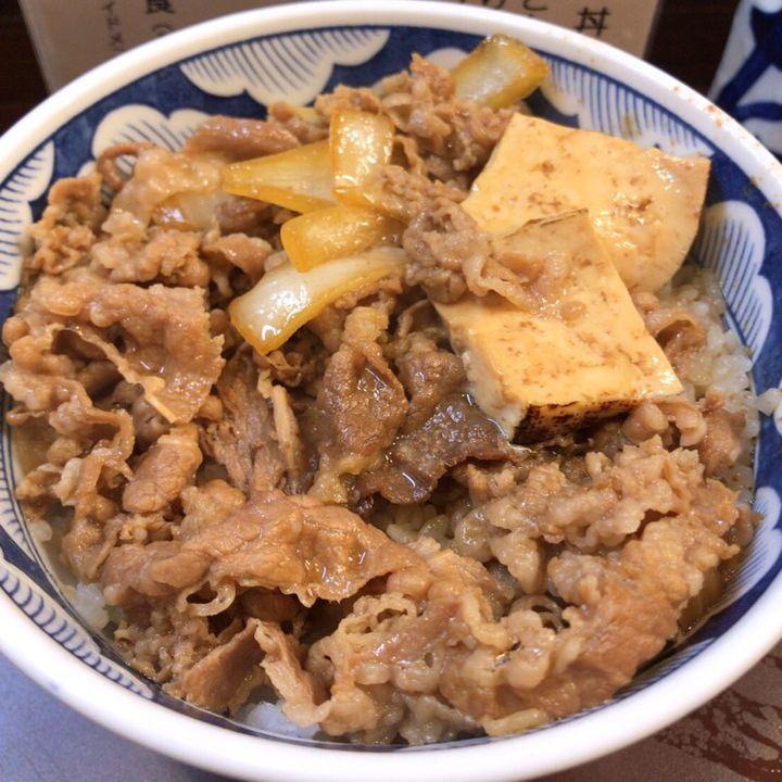 もうチェーン店は卒業!新宿「たつ屋」の最高に美味しい牛どんが食べたい