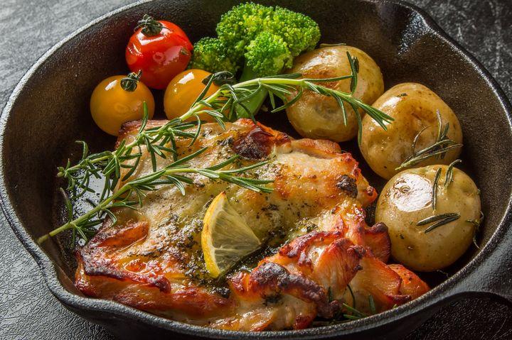 熱々のまま召し上がれ!「鉄鍋×◯◯料理」が楽しめる東京都内のお店6選