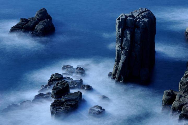 まさに断崖絶壁の絶景!福井県にある「東尋坊」が幻想的で美しすぎる
