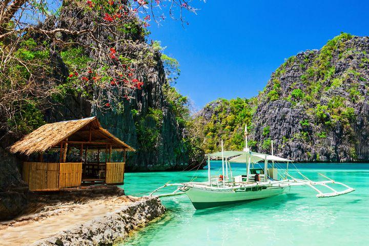 """癒しの旅へ出かけよう。一人旅で行きたい世界の""""絶景リゾートアイランド""""10選"""