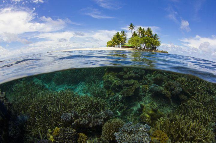 """究極の癒しの絶景!""""最後の楽園""""と呼ばれるミクロネシア「ジープ島」とは"""