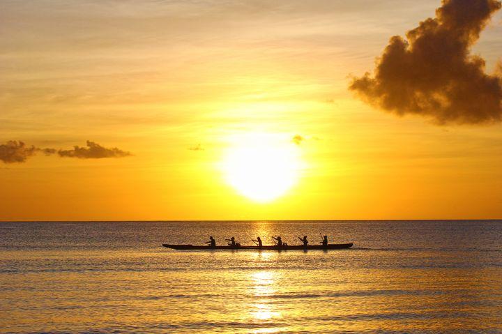 """美しい夕日が最高!石垣島の""""サンセットカヤック""""で贅沢な時間を過ごそう"""