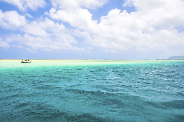 180°青い海と白い砂に囲まれた世界!日本全国の美しき「天国の島」5選