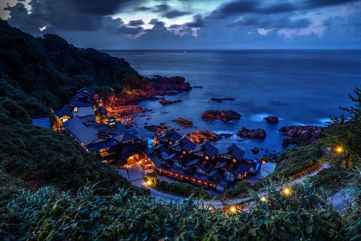 一度は泊まりたい絶景宿!幻想的な景色に見惚れる「ランプの宿」とは