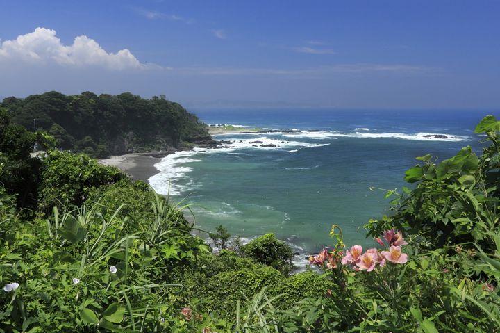 沖縄の穴場の絶景!美しい海を一望できる「ジュゴンの見える丘」とは