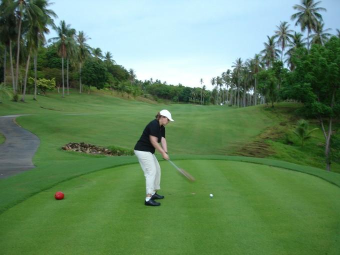 山の傾斜を利用して設計されたサムイ島の唯一のゴルフコースは、他とは違った難しさがあり、充分な攻め応えが期待できるそうです。