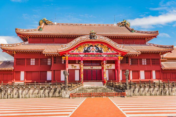 沖縄1番の撮影スポット!青空とのコントラストがまぶしい「御庭」