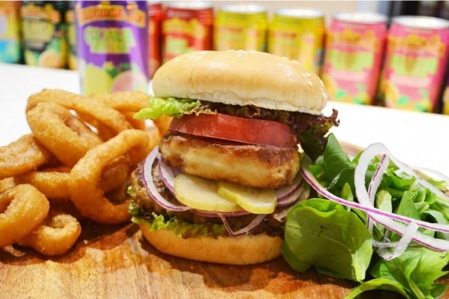 贅沢すぎる!ハワイ料理店が提供する「フォアグラバーガー」が旨そう!