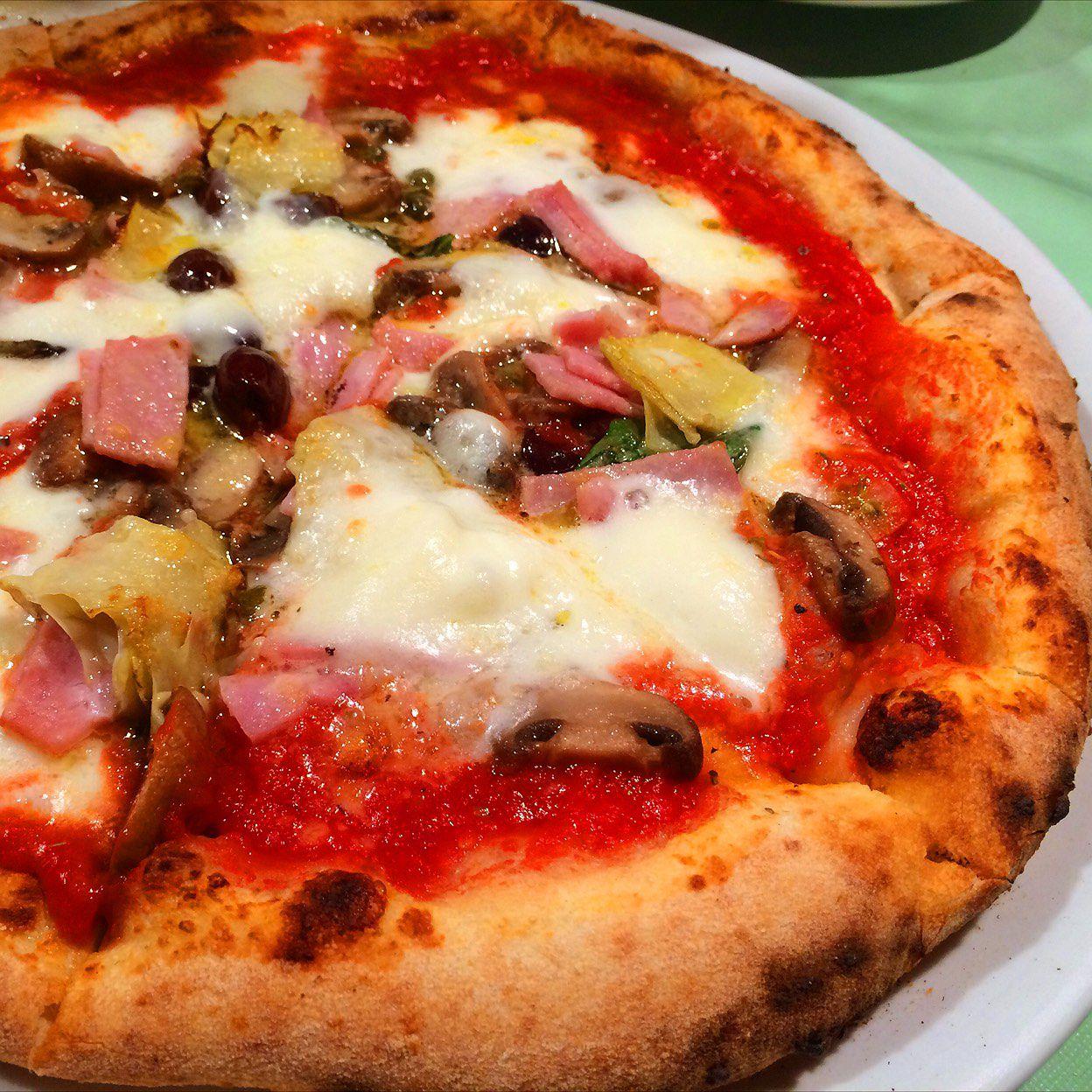 屋 近く の ピザ