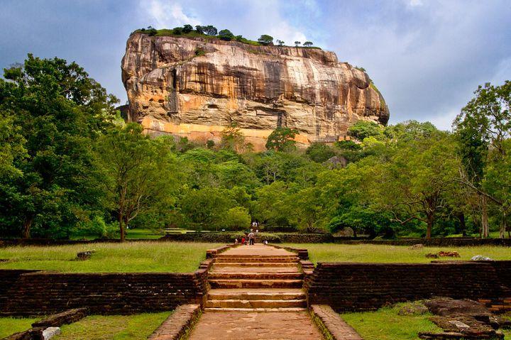 感動する絶景がスリランカに!天空に浮かぶ宮殿、古都シギリヤとは