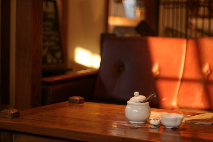 """最高の居心地をあなたに。東京都内で""""ふかふかのソファがあるカフェ""""10選"""