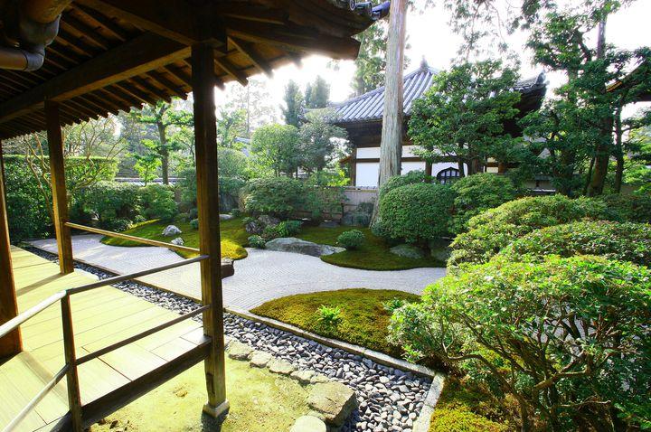お寺や神社に泊まってみない?非日常体験ができる京都の宿坊3選