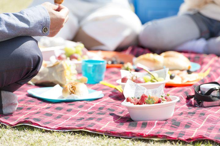 """休日は外で食べよう!東京都内の""""ピクニックできる人気スポット""""10選"""