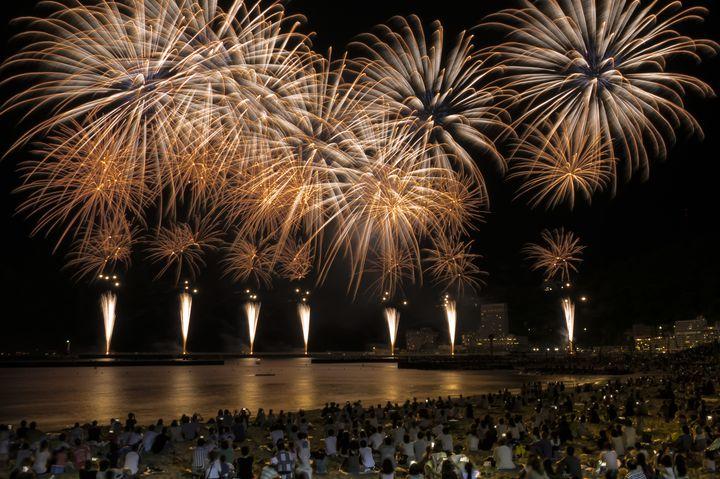 【終了】静岡の冬を彩る、夜空の華。2016年を締めくくる「熱海海上花火大会」開催