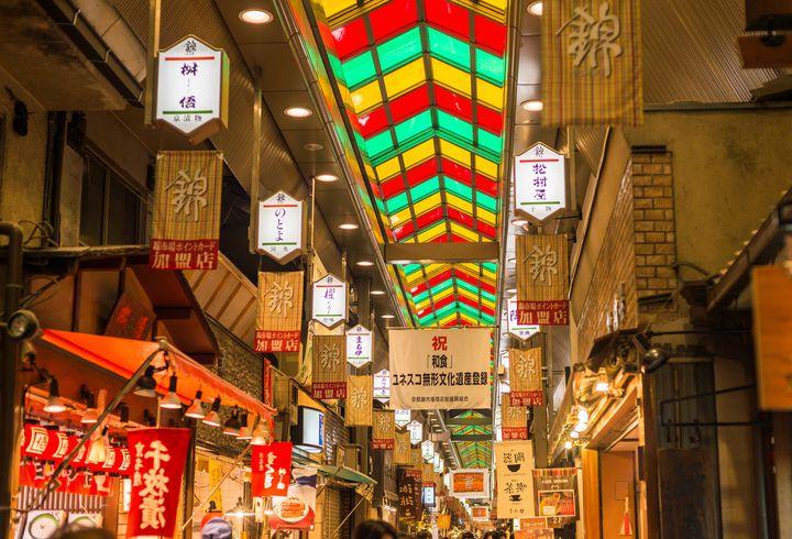 """京都の美味しいグルメが集結!""""錦市場""""で食べ歩きたいグルメ8選"""