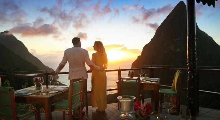 夕焼けに恋をする。夕日をバックに世界遺産を一望できるラデラリゾートとは?