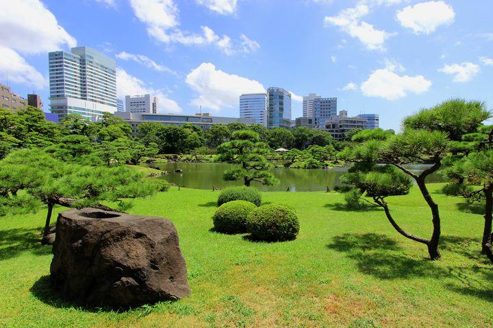 江戸っ子も愛した緑のオアシス。都心にいながら「旧芝離宮恩賜庭園」で癒されよう