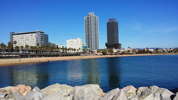 「バルセロネータ」のビーチで地中海を楽しもう!