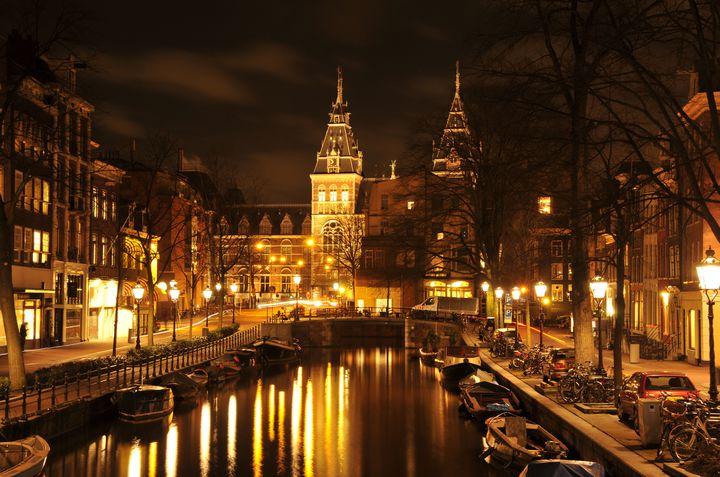 豪華絢爛すぎる!オランダの世界一美しい映画館「トゥシンスキー劇場」に行きたい