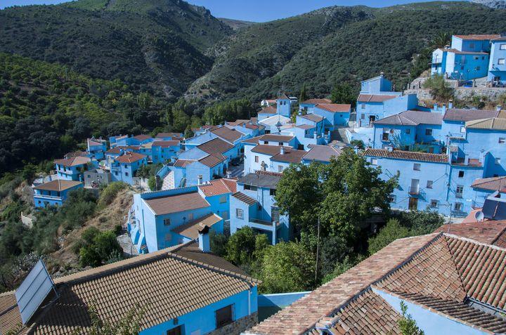 「真っ青」なのは青の妖精の仕業?スペインの村「フスカル」が気になる