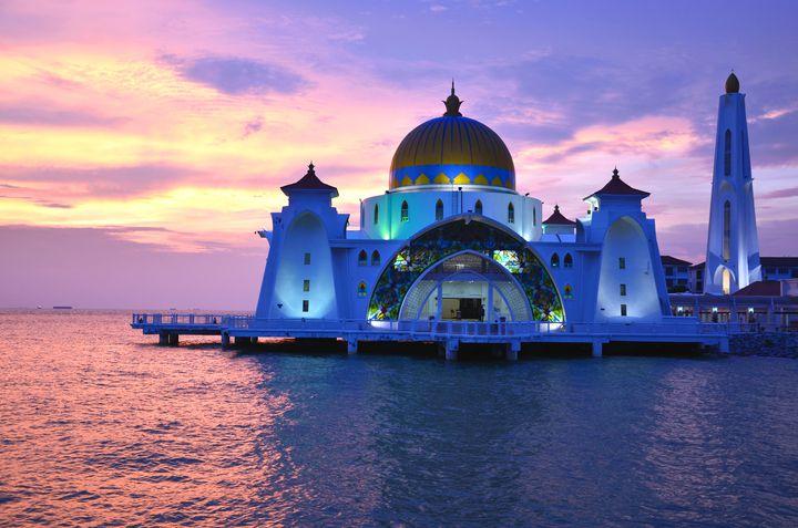 """一生で一度は行ってみたい!ライトアップが美しい世界の""""モスク""""5選"""