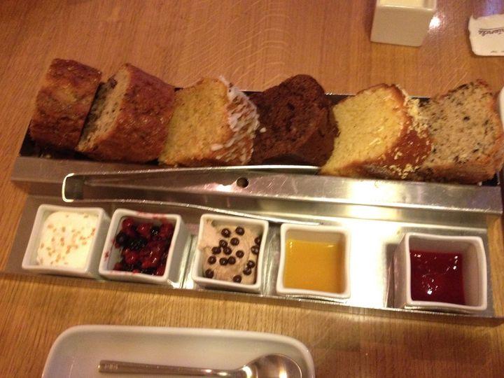 ケーキ6種セット。好きなケーキを選ぶことができ、4人で食べても満足なボリュームでした!