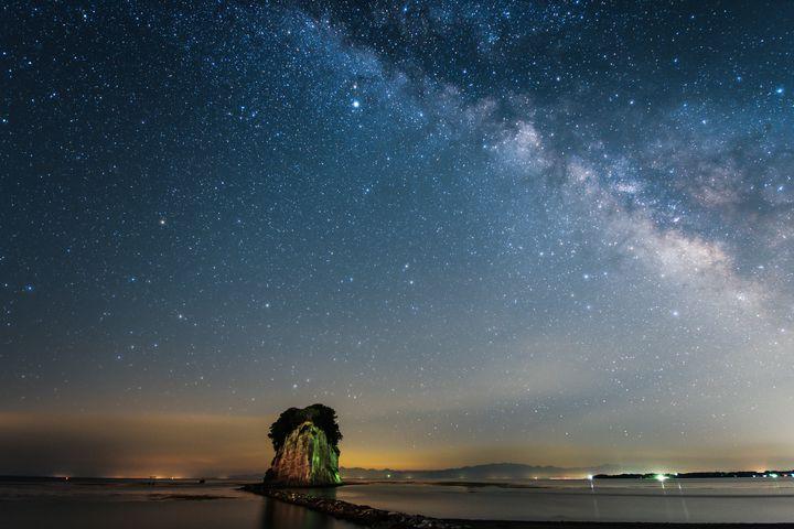 軍艦島が北陸にもあった!能登半島の景勝地『見附島』が魅力的過ぎる