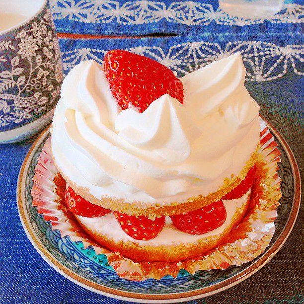 レトロでかわいすぎるケーキ屋さん!デートでも行きたい「近江屋洋菓子店」とは