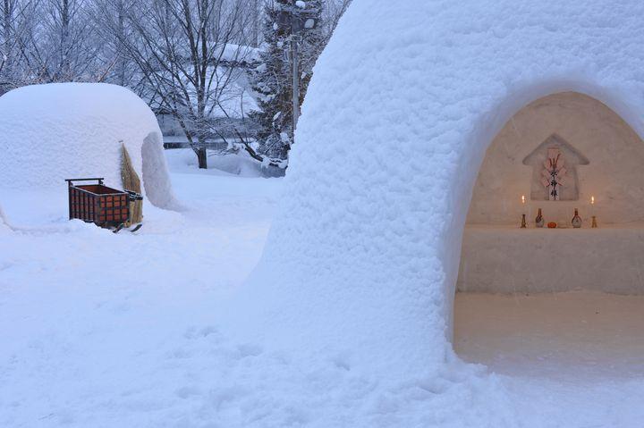 冬ならではの楽しみを!秋田のノスタルジックな「かまくらまつり」に参加したい