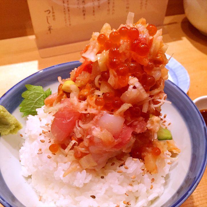 こんな贅沢が許されるなんて!日本橋「つじ半」の海鮮丼が豪華すぎる