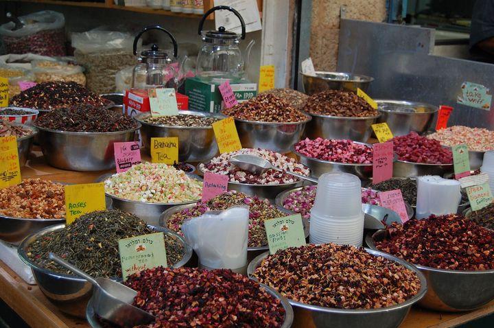 本場のお土産を見つけるならここ!イスラエルのカルメル市場で名産品をゲットしよう。