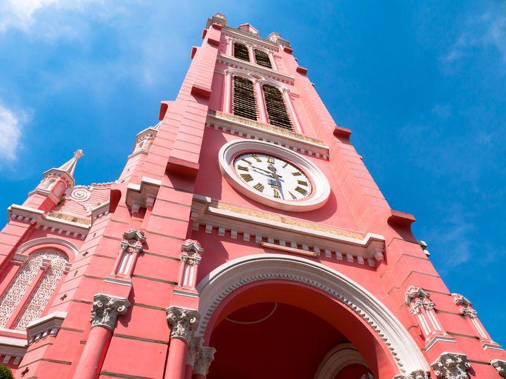 今話題のピンクスポットがベトナムに!可愛すぎる「タンディン教会」とは